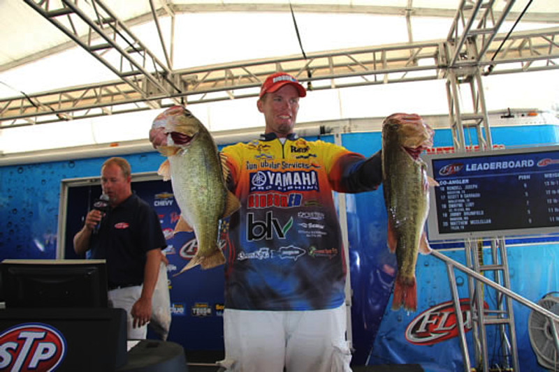 Combs takes lead at walmart flw tour on sam rayburn for Fishing weights walmart